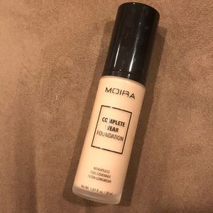Moira cosmetics complete wear foundation
